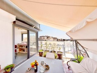 Topfloor stylish apartment with Acropolis view!