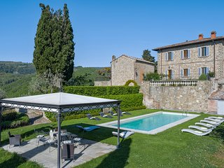 Villa Donati - Wonderful manor house with garden and pool