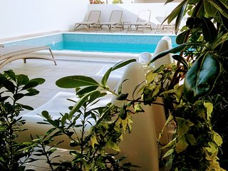 Romantic apartment with private garden, pool, gym,top position