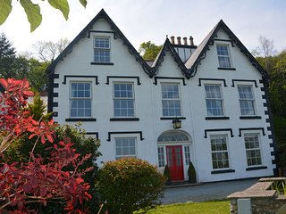 75220 House situated in Conwy (4mls NE)