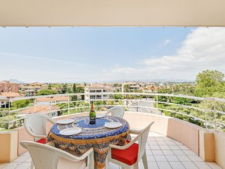 1 bedroom Apartment with WiFi and Walk to Beach & Shops - 5801211