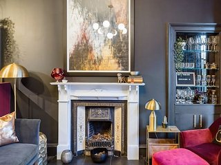 Luxury Boutique Apt in fashionable Stockbridge 5*