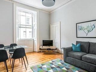 Spacious apartment, wifi, nearby free parking