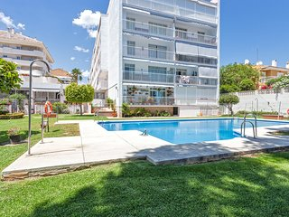 Puerto Marina, sea view apartment, pool in the heart of the summer life