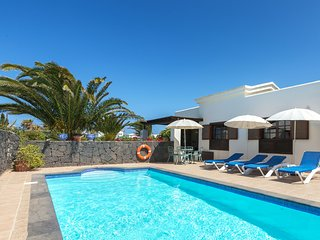 Faro Park luxury detached villa with pool & spacious gardens, wifi, pool gate