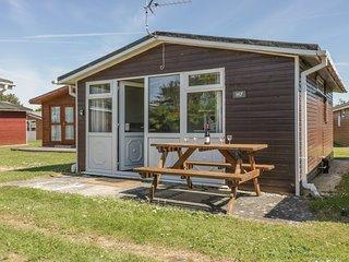 CHALET H7, near the coast, flexible accomodation, decking area, in St Merryn
