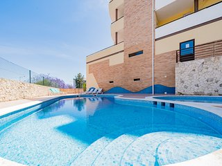 Apartment | Wi-Fi | A/C | Shared Pool | Private Roof Terrace | Near Town Centre
