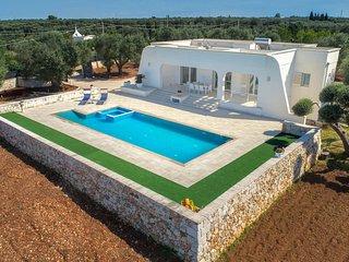 Specchiolla Villa Sleeps 6 with Pool and Air Con - 5796299