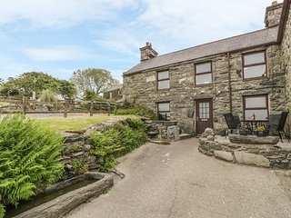 HENDY COTTAGE four poster bed, views, pet-friendly, close to beach in Llanbedr