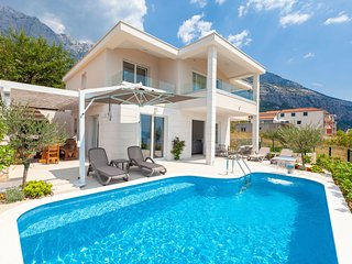 4 bedroom Villa with Pool, Air Con and WiFi - 5800417