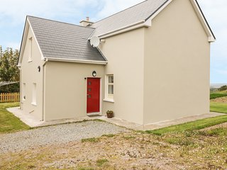 ATLANTIC VIEW FARMHOUSE, WiFi, Woodburner, Spacious rooms, Camp