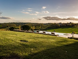 Montels Chateau Sleeps 12 with Pool - 5770957