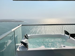 Royal Oceanic Penthouse with Private Jacuzzi