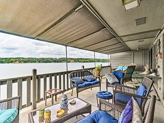 Lakefront Hot Springs Condo w/ Dock & Balcony