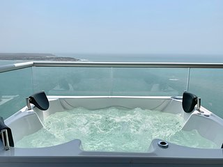 Super Luxury 3 BR Private Jacuzzi!