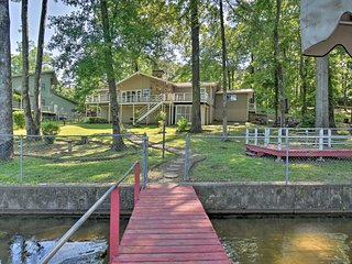 NEW-Hot Springs Lakefront Resort Home, Deck & Dock