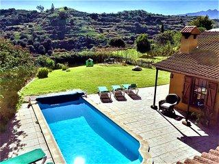 Acogedora Casa Rural con piscina climatizada y amplio jardín, naturaleza y relax