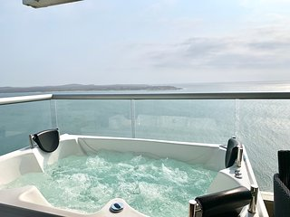 Luxury 3 BR with Private Jacuzzi Ocean View!