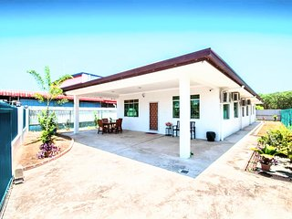 TG.ARU.5STAR.HOMESTAY.10Guests.BEACH.IMAGO.KKcity.SUNSET