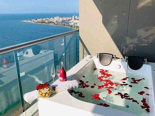 1BR Beach Front Luxury Apt Jacuzzi 32FL Bocagrande