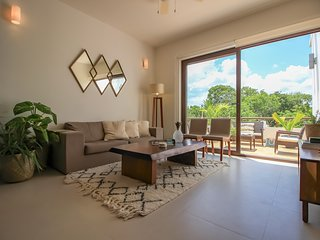 Two Story Penthouse & Hot Tub - with Bahia Resort Access
