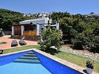 3 bedroom Villa with Pool and WiFi - 5000428