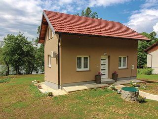 Amazing home in Pokupska Slatina w/ Jacuzzi, WiFi and 2 Bedrooms