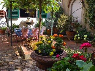 Garden, Santa Croce