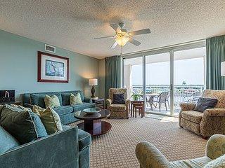 Yacht Club Luxury--BareFoot Golf and Resort w/ Marina Views & 3 Master Suites