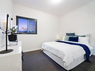 Brilliant Beaufort St-designer apartment with views