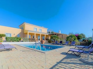 9 bedroom Villa with Pool, Air Con, WiFi and Walk to Shops - 5239008
