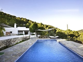 4 bedroom Villa with Pool and WiFi - 5047831