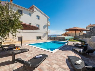 6 bedroom Villa with Pool, Air Con and WiFi - 5801724
