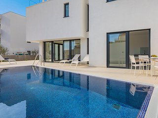 3 bedroom Villa with Pool, Air Con and WiFi - 5801726