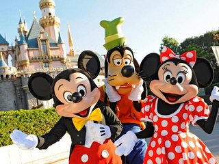 SPECIAL PRICE! TWO BEAUTIFUL STUDIO SUITE FOR 8, POOL, WALK TO DISNEYLAND!