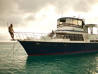 Private Motor Yacht Charter Grenada-Grenadines