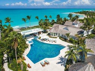 Beachfront breathtaking 6 bedroom villa on Grace Bay Beach