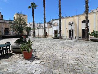 Osanna holiday home in a typical square in the historic center of Nardo