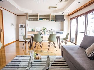 Beautiful, spacious apartment next to Peace Park