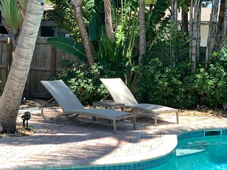 Gorgeous Ft Lauderdale Cottage with Heated Salt Water Pool and Hot Tub