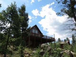 TOP OF THE ROCK, 2 Bed, 2 Bath, Beautiful, Private Cabin with Mountain Views