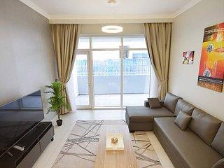 Large 1BR Apartment in Regent Court - JVC