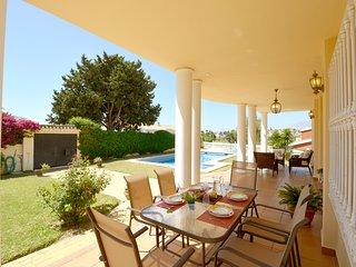 Golden Villa de Lujo cerca de la Playa. Piscina privada, Barbacoa, WIFI, Garaje