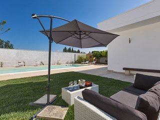 4 bedroom Villa with Pool, Air Con and WiFi - 5801815