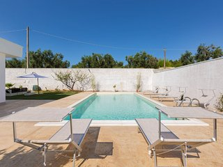 Zona di Lallo Villa Sleeps 11 with Pool Air Con and WiFi - 5801815