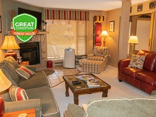 3BR/2BA Sleeps 8 Wi-Fi Parking Washer/Dryer Fireplace - Short Walk to Village!