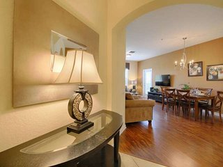 Contact Free Check In, Minutes from Universal, Convention Center and Sea World,