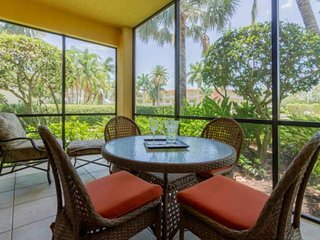 Cottages-Naples Bay-Enjoy full resort amenities-Upscale 1st flr., end unit, w/pr