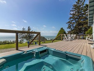 5 Star Luxury, Ocean Views, Hot Tub, Private Beach, Fire Pit, Redwoods & More