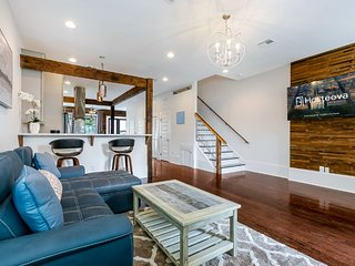 Luxury Townhouse close to FQ & City Hot Spots